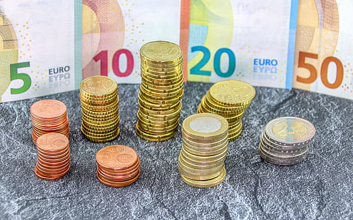 Comment s'assurer de faire des économies, et est-il dangereux de contracter un emprunt en France ?